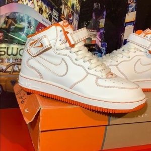 RARE- Vintage 2002 Nike Air Force 1 Mids Size 5.5Y